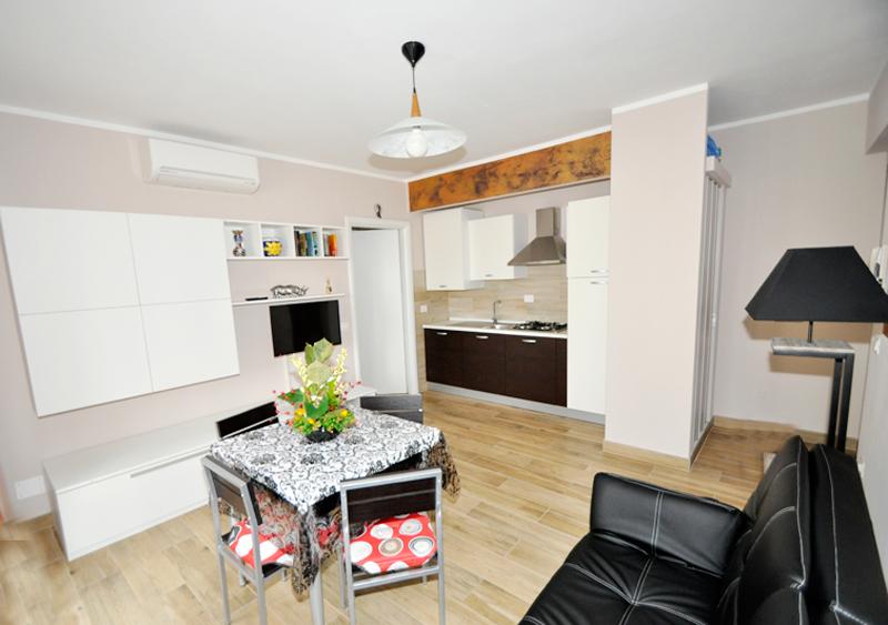 Idee Tavolo Cucina Piccola: Modi intelligenti per ottimizzare i piccole stanze da pranzo.